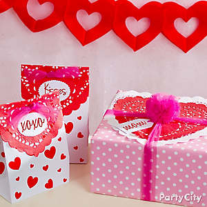 DIY Valentine's Day Doily Gift Wrap Ideas