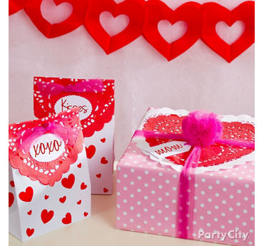 DIY Valentines Day Doily Gift Wrap Ideas