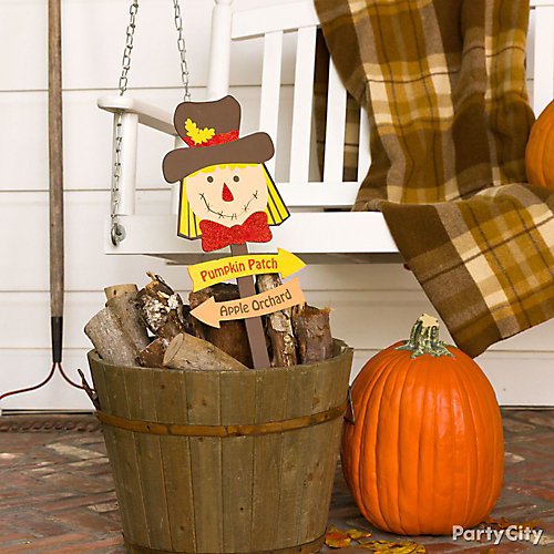 Rustic Fall Bucket Decorating Idea