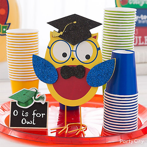 Kindergarten graduation chalkboard sign idea party city - Kindergarten graduation decorations ...