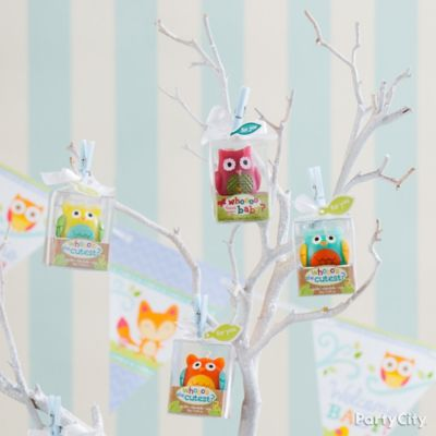 Hang Favors From A Natural Branch Painted White Use Tiny Clothespins To  Attach Favor Boxes To Each Branch.