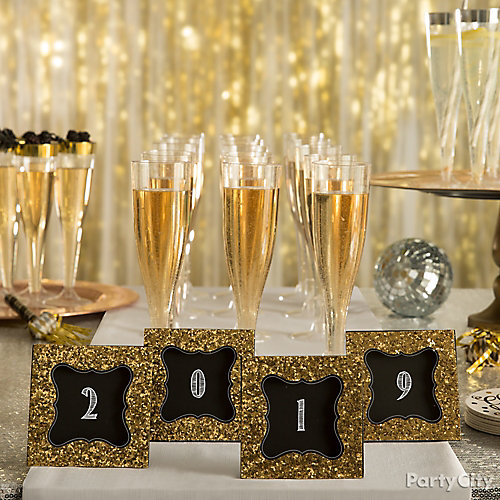 Cheers to 2018 Table Decor Idea