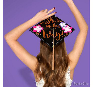 Flower Grad Cap Decorating Idea