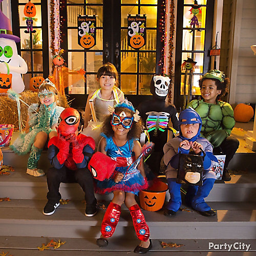 Trick or Treater Group Picture Idea