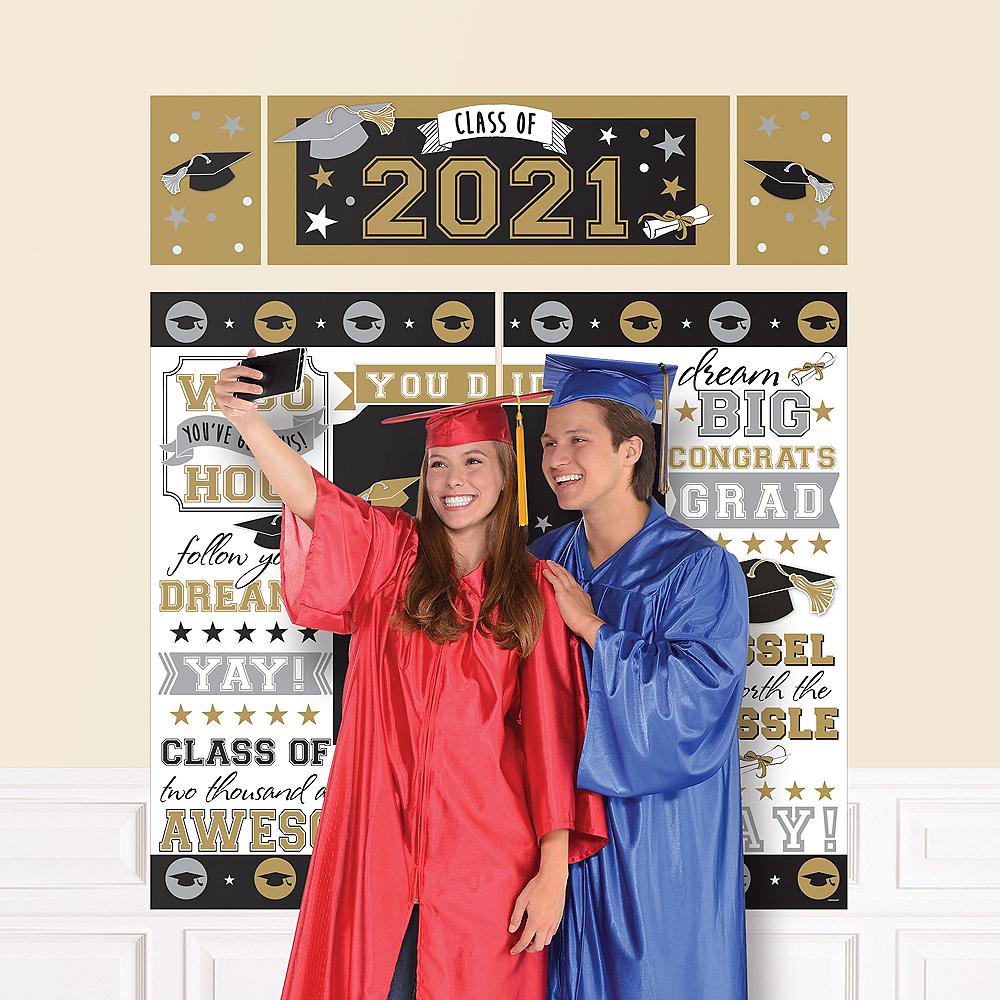 Black, Gold & Silver 2019 Graduation Scene Setter Image #1