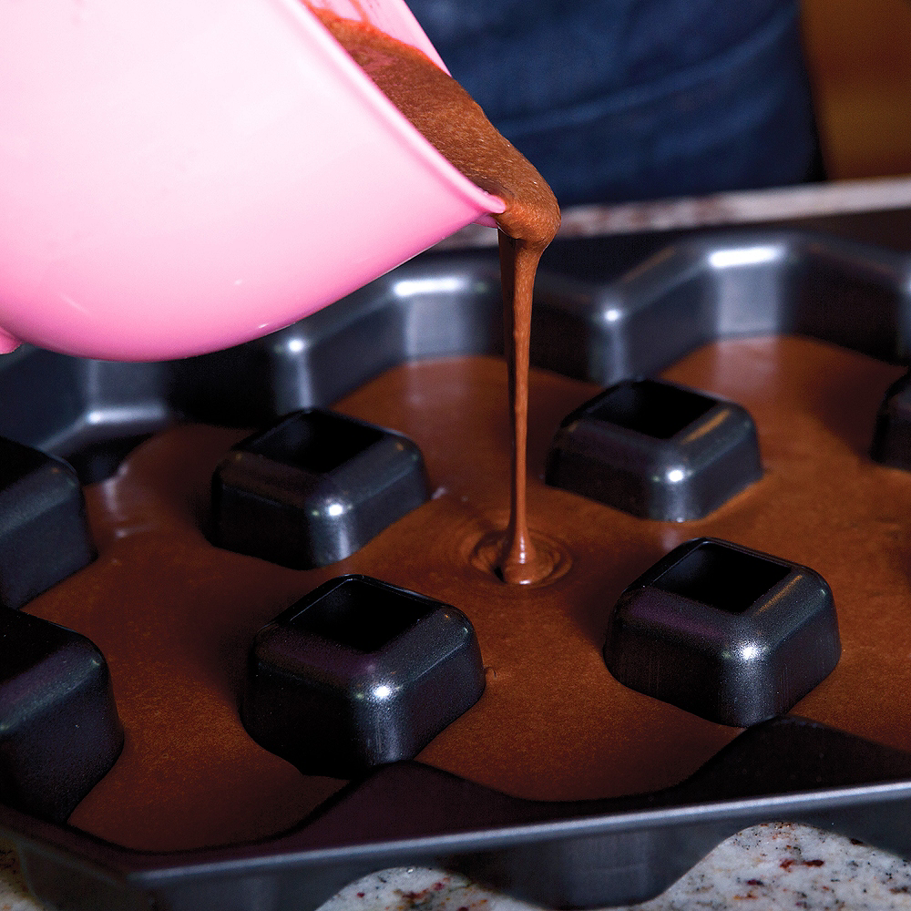 Bakelicious Non-Stick Crispy Corners Brownie Pan Image #2
