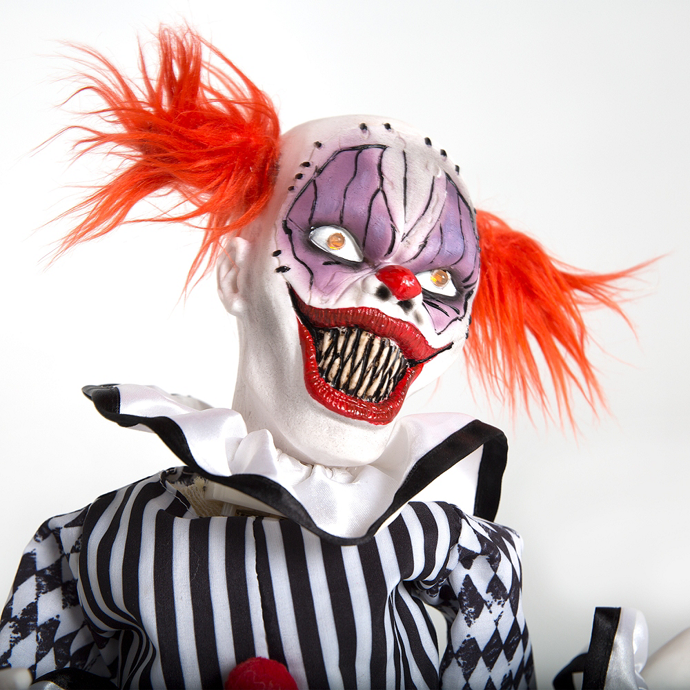 Animated Terror Clown 7 1 2in X 7 1 4in Party City