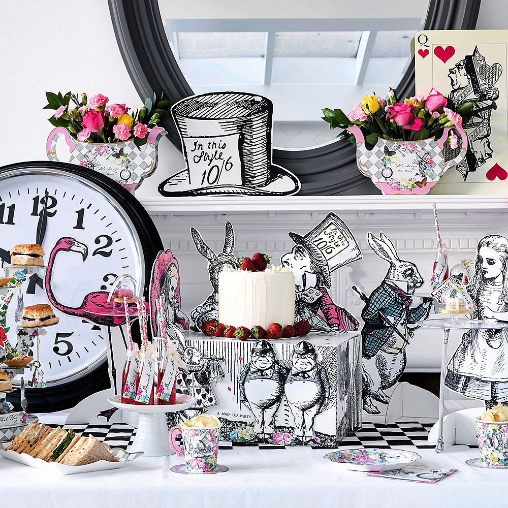 Alice in Wonderland Treat Table Image #2