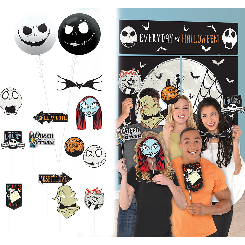 The Nightmare Before Christmas Photo Booth Kit | Party City Canada