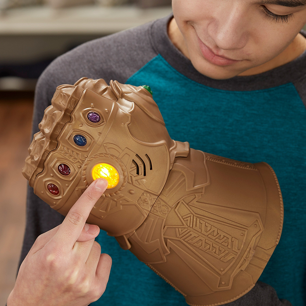 Child Light-Up Thanos Infinity Gauntlet with Sound Effects - Avengers: Infinity War Image #2