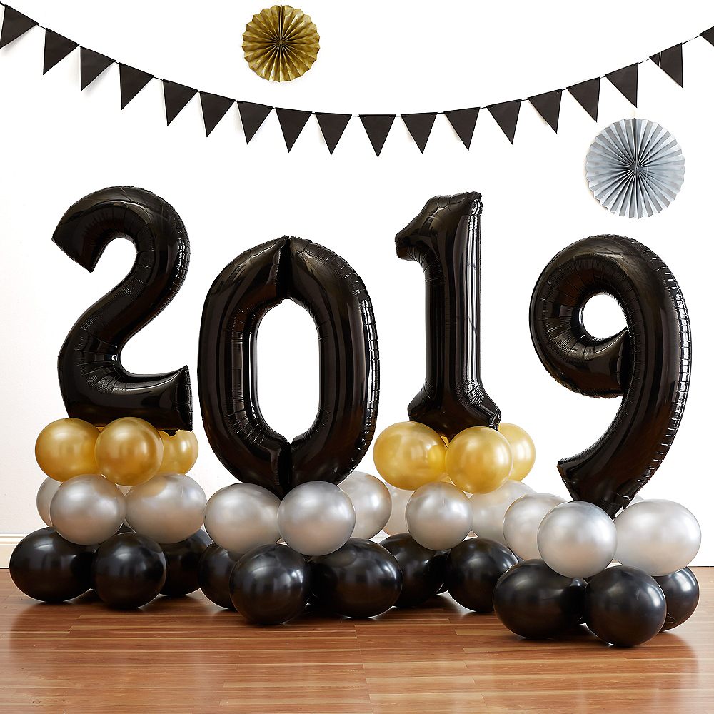 34in Air-Filled Black 2019 Graduation Balloon Centerpiece Kit Image #1