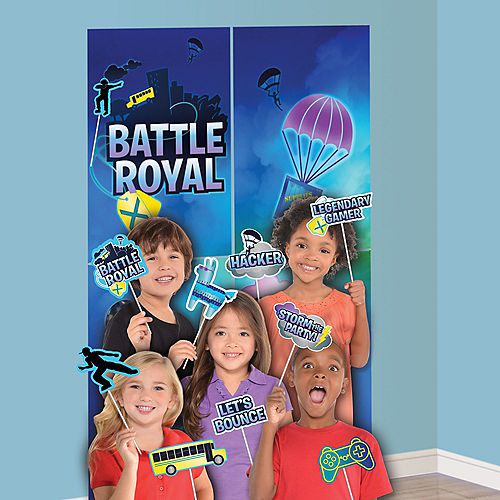 Battle Royal Scene Setter with Photo Booth Props Image #1