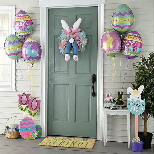 Animated Kicking Easter Bunny Wreath Image #4